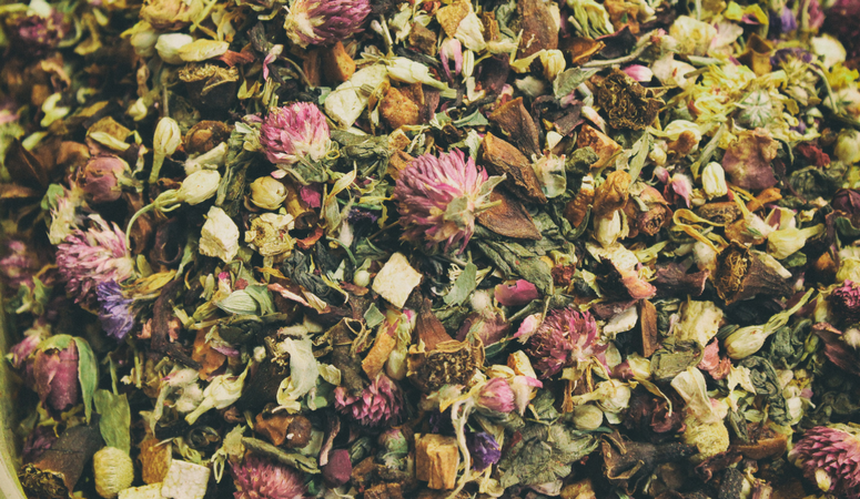 Why you should be using loose leaf teas & herbs! So many amazing benefits.